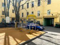 Двор на карантине